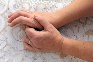 Quels facteurs sont associés à l'apparition de l'arthrose ?