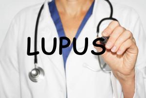 Lupus érythémateux disséminé et INF-1 : un lien potentiellement dangereux